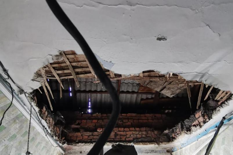 Потолок обрушился в одном из жилых домов Биробиджана — следком начал проверку